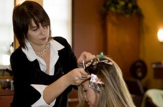 Как проводить брондирование на короткие волосы