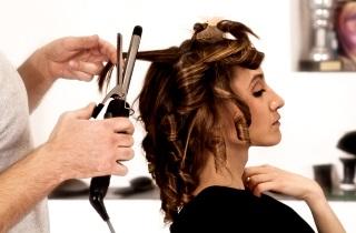 Укладываем волосы с помощью геля или воска