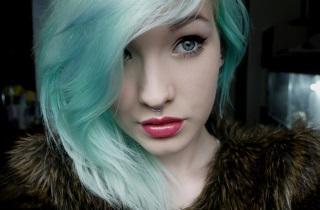 Как убрать зеленый оттенок волос после окрашивания
