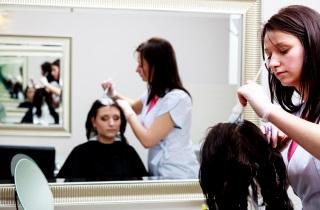 Как избавиться от зеленого оттенка после окрашивания волос