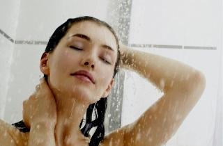 Какой водой нужно мыть волосы