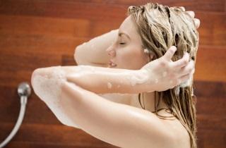 Обязательно ли мыть голову перед окрашиванием