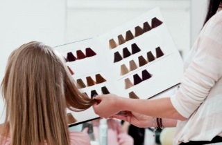 Как окрасить волосы в шоколадный цвет