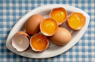 Как применяют маску для волос с желатином и яйцом