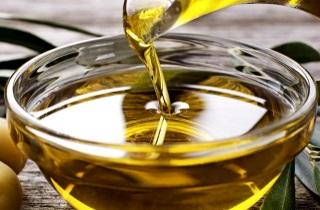 Как применять масло для увлажнения волос