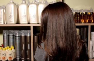 Как применять специальное масло для увлажнения волос
