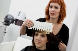 Способы окрашивания кудрявых волос