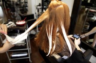 Как выполняется окрашивание волос «Растяжка»