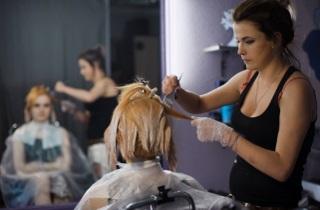 Выбираем оттенок из палитры «Эстель»для окрашивания седых волос