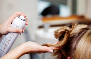 Выясняем причины выпадения волос у девочки-подростка