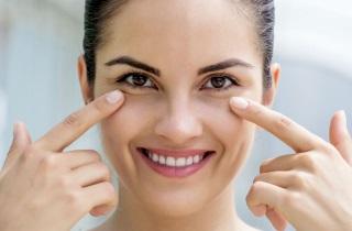 Как подтянуть кожу под глазами