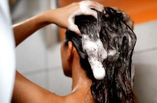Как остановить выпадение волос с помощью шампуня «Алерана»