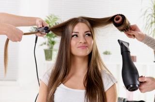 Почему кожа головы сухая и выпадают волосы