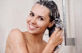 Как правильно применять вазелиновое масло для волос