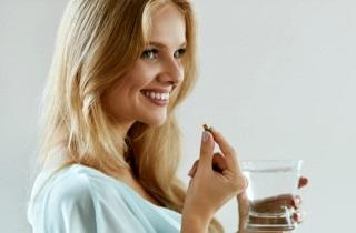 Останавливаем седину на волосах с помощью витаминов