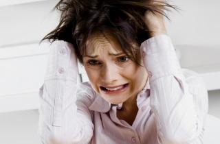 Почему выпадают волосы и брови