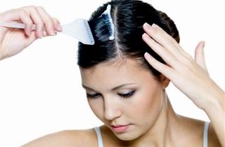 Почему выпадают волосы после окрашивания