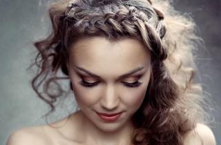 Варианты укладок на вьющихся волосах
