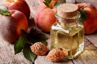 Способы применения персикового масла для лица